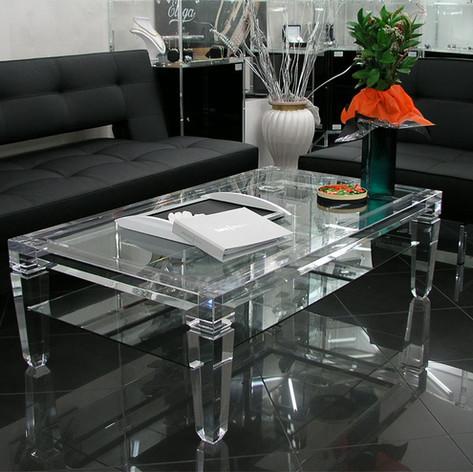 Tavolino da salone in plexiglass