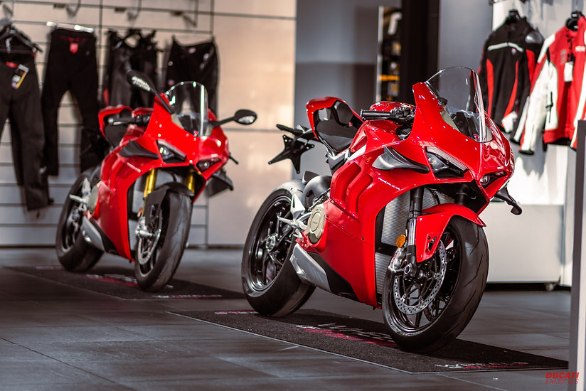 Panigale_V4_and_V4S.jpg