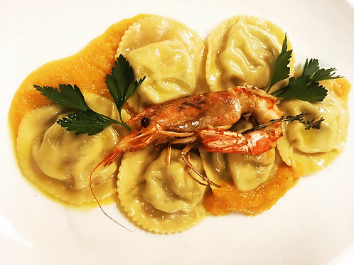 Lemon ravioli with lobster on creamy sauce and vegetables of the day Scampi RSA