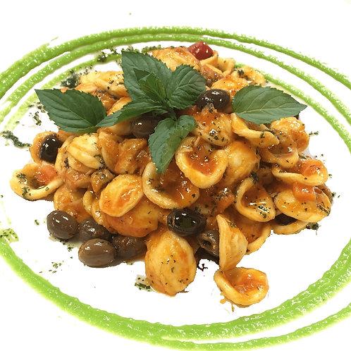 Orecchiette with broccoli, anchovies and fresh tomatoes