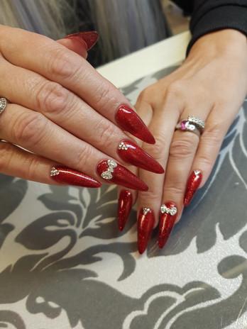Kynsistudio Olga R – punaiset kynnet