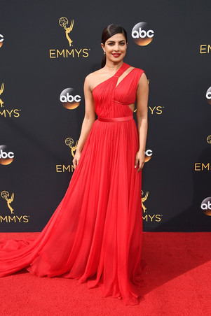 19priyanka-chopra-red-dress-emmys05.jpg