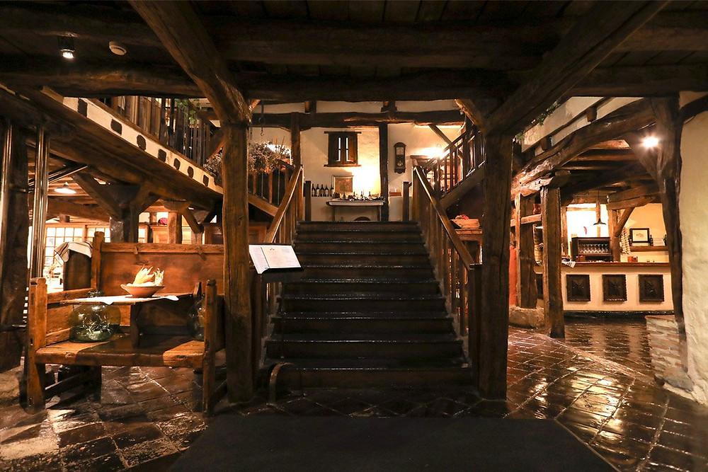 """Интерьер ресторана """"Aspaldiko"""", расположенного в старинном баскском доме XVI века"""