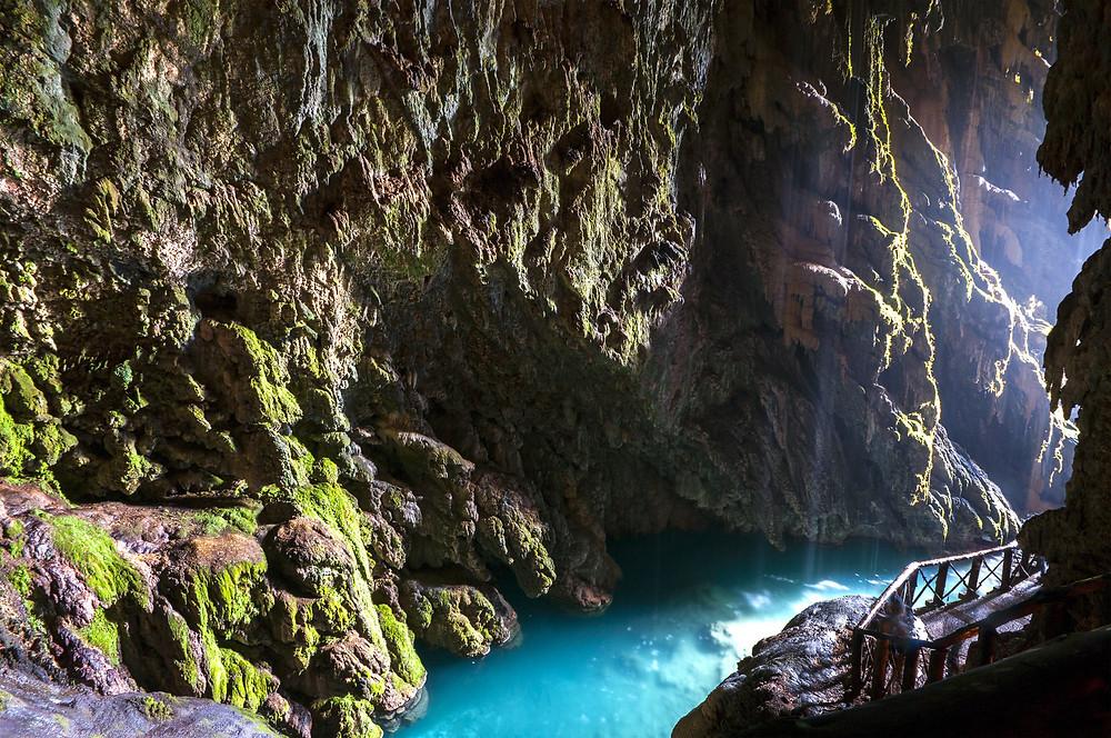 Пещера Ирис в парке Монастырь Пьедра