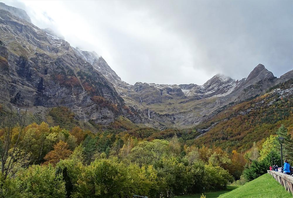 """Вид на долину Пинета и Монте-Пердида с территории отеля """"Parador de Bielsa"""""""