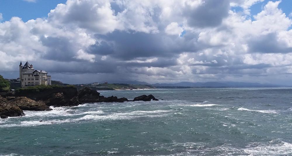 Вид на виллу Белза и Баскское побережье (Биарриц, Французская Страна Басков)