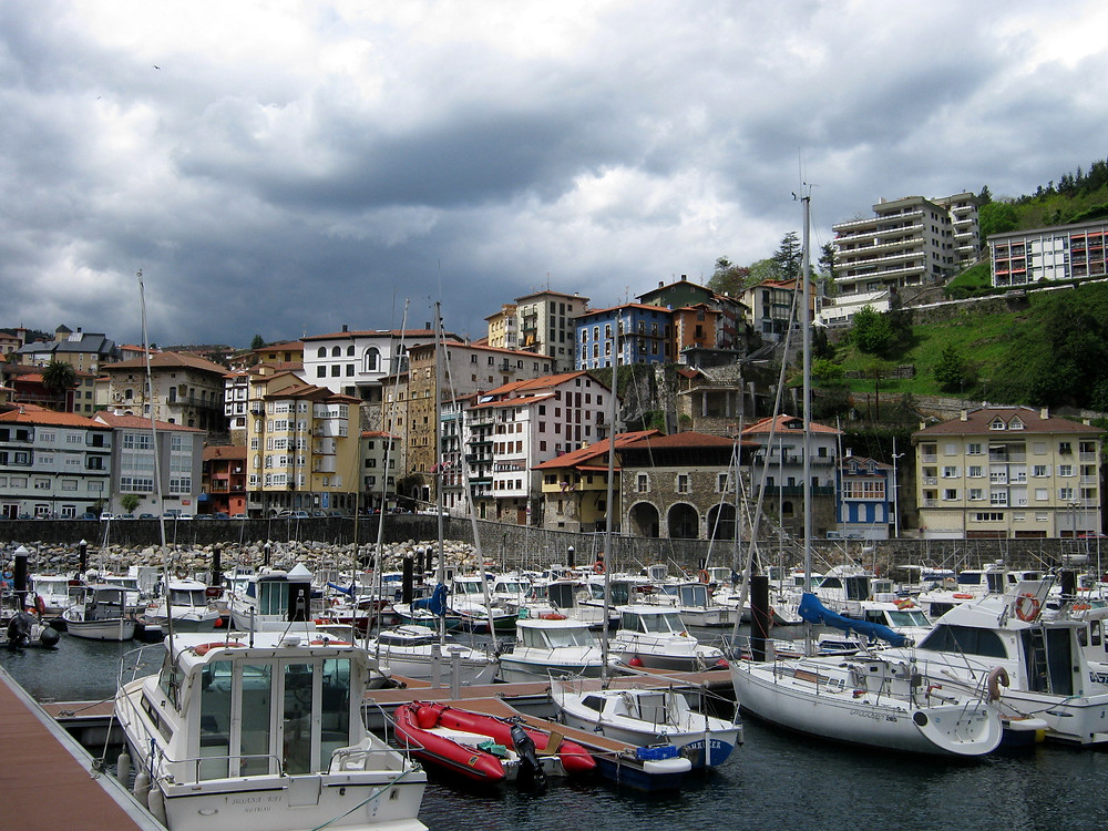 Порт Мутрику в Гипускоа (Страна Басков, Испания)