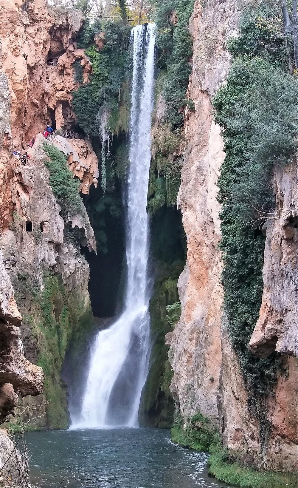 Водопад Кола-де-Кабальо в парке Монастырь Пьедра