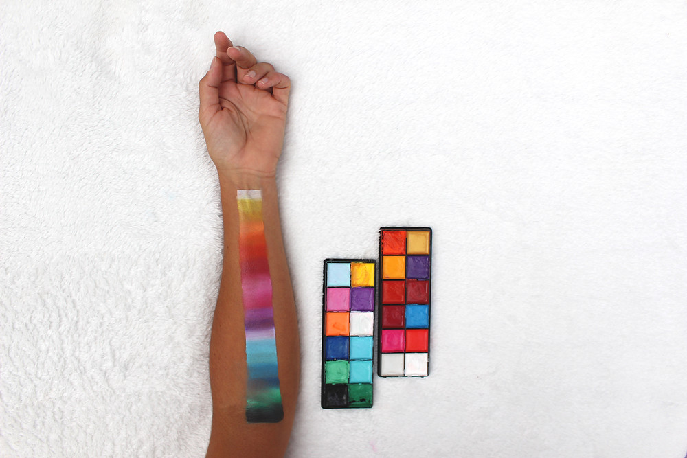 maquillage palette degradés de couleurs bodypainting