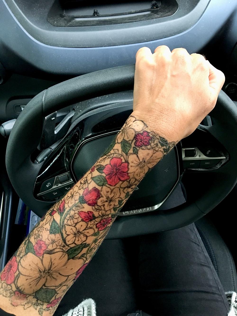tatouage fleurs stylo bic