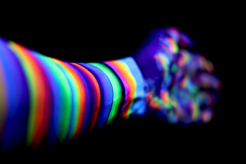 couleurs maquillage fluo réagit lumière noire