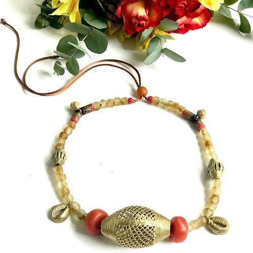 Collares de perlas de cristal y bronces
