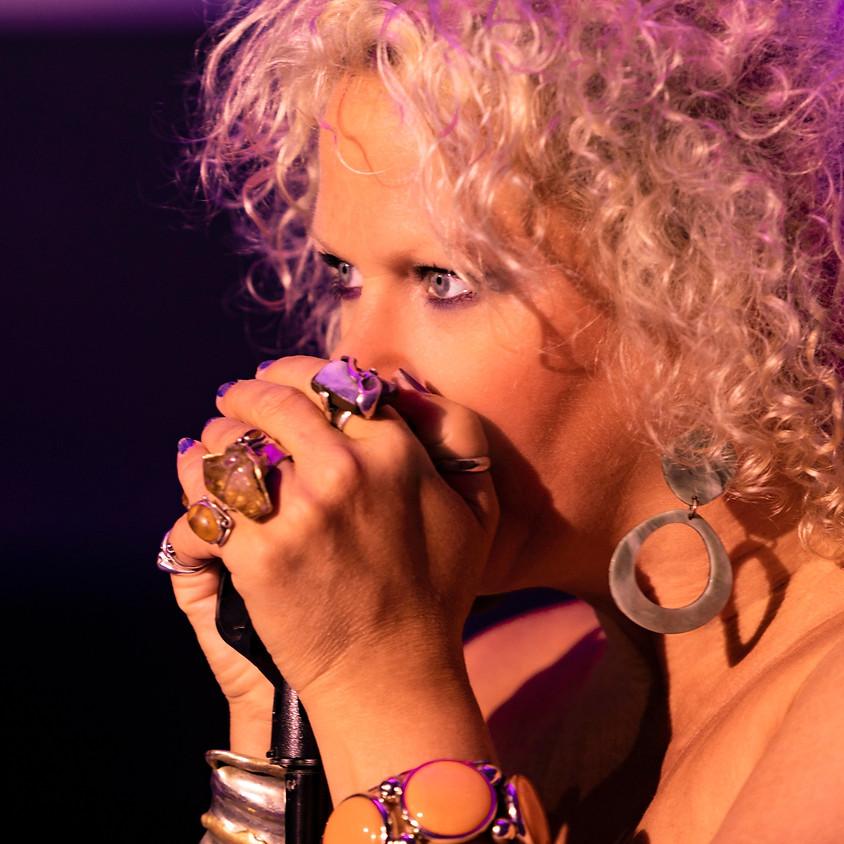 Claire's pop up petit cabaret presents: AMBER MARTIN (1)