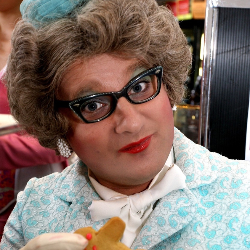 Claire's pop up petit cabaret presents Aunty Mavis