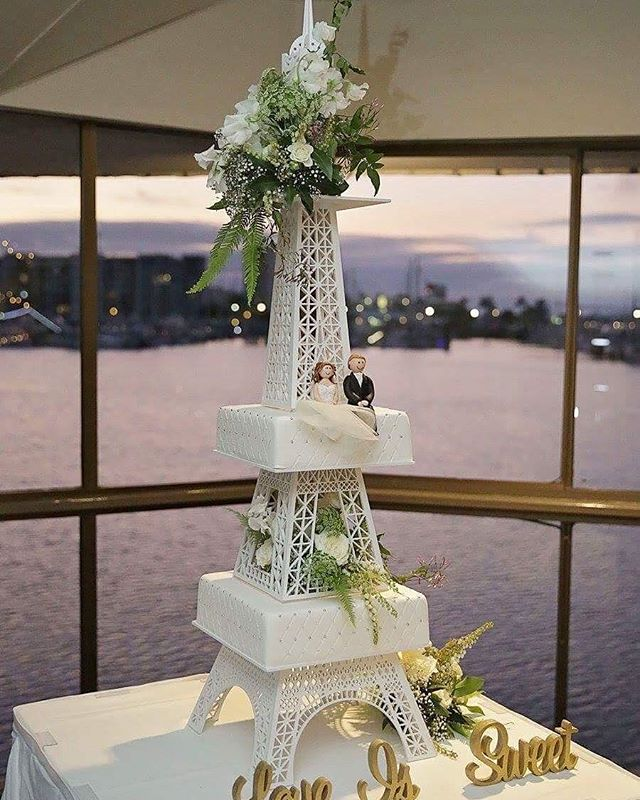 Eiffel Tower Love_#weddingcake #eiffeltower #fondantfigurines #brideandgroomtoppers #patchwork #kate
