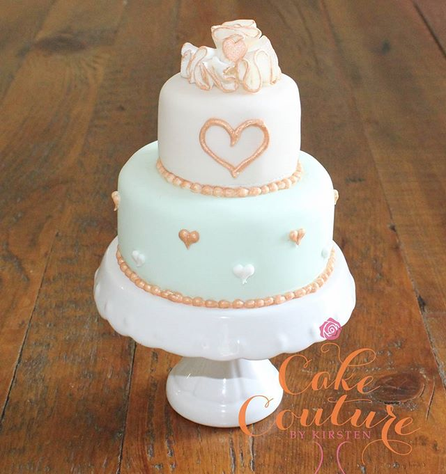 Mini Anniversary Cake_#anniversarycake #ruffles #mint #vintagegold #melbournecakedecorator #melbourn