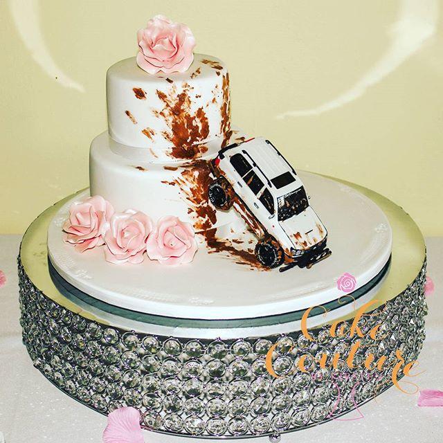 Extreme Caking_#weddingcake #4wd #elegantcakes #mudcake #sugarflowers