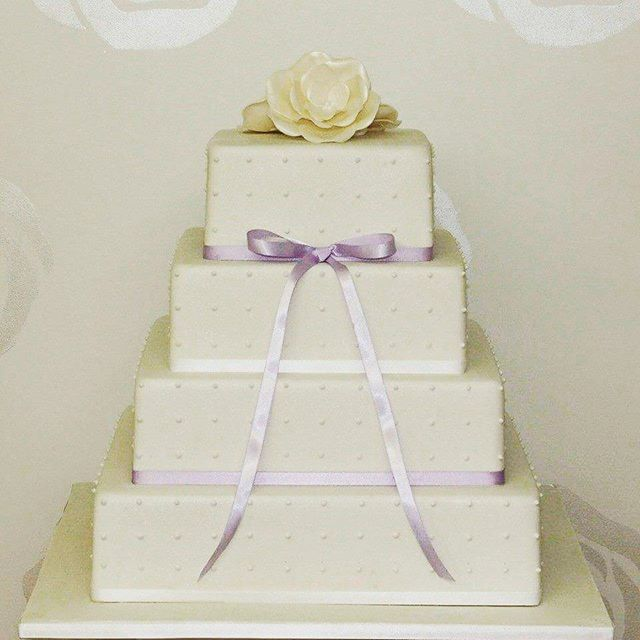 Purple Symmetry_#weddingcake #polkadotcake #royalicing #squarecakes #whiteelegance #perfection