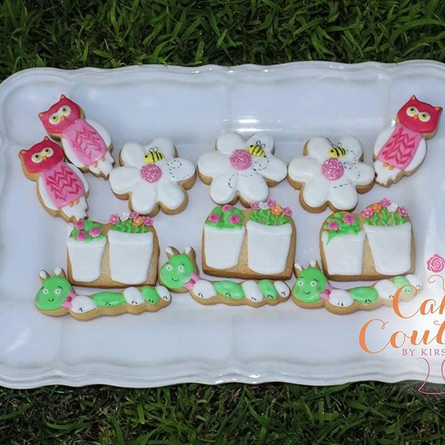 The cutest little garden party set of vanilla sugar cookies I made for the weekend