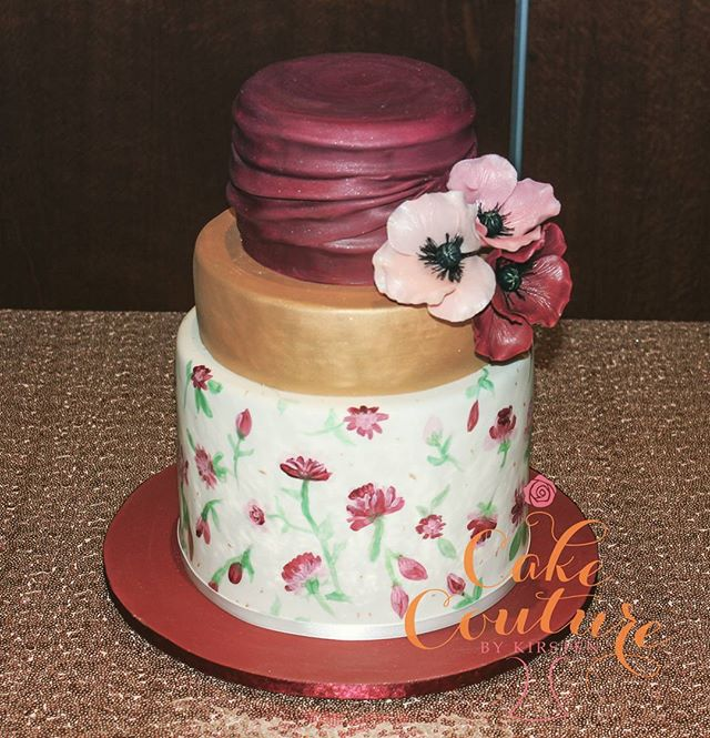 Floral Burgundy_#weddingcake #handpaintedcake #poppys #sugarflowers #gold #townsvilleweddings