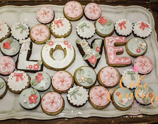 Vimtage Cookies_#bridalshower #icedcookies #vintagecookies #cute