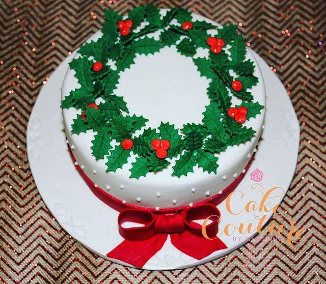 Christmas Wreath_#darkfruitcake #christmas wreath #holly #fondantbows #merrychristmas #christmascake