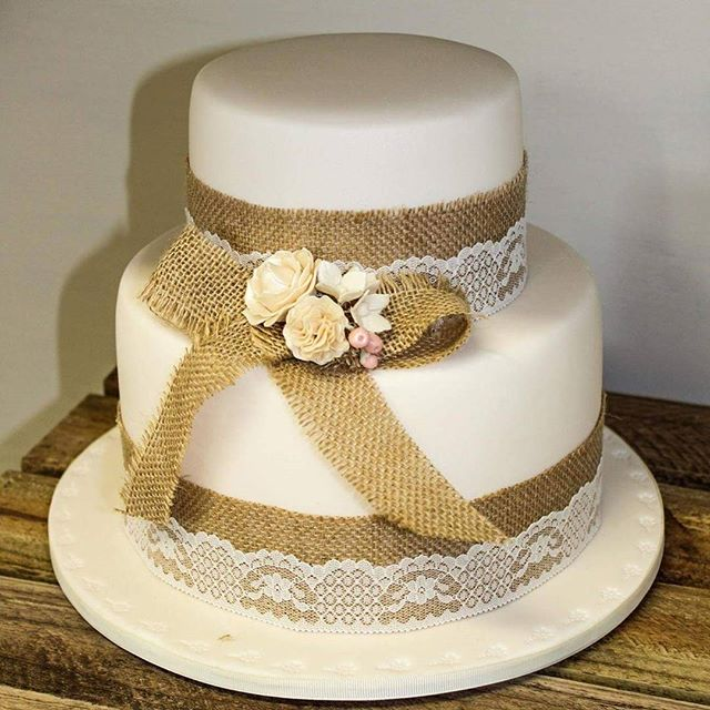 Burlap bow_#burlapbow #weddingcake #countryvintage #country #sugarflowers