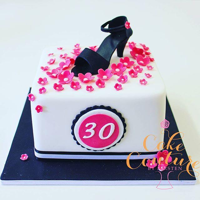 Little Black Shoe_#30thbirthday #fondantshoe #pinkblossoms