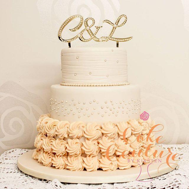 Rosettes and Pearl's_#weddingcake #royalicingrosettes #pearls #elegantcakes #melbournecakedecorator