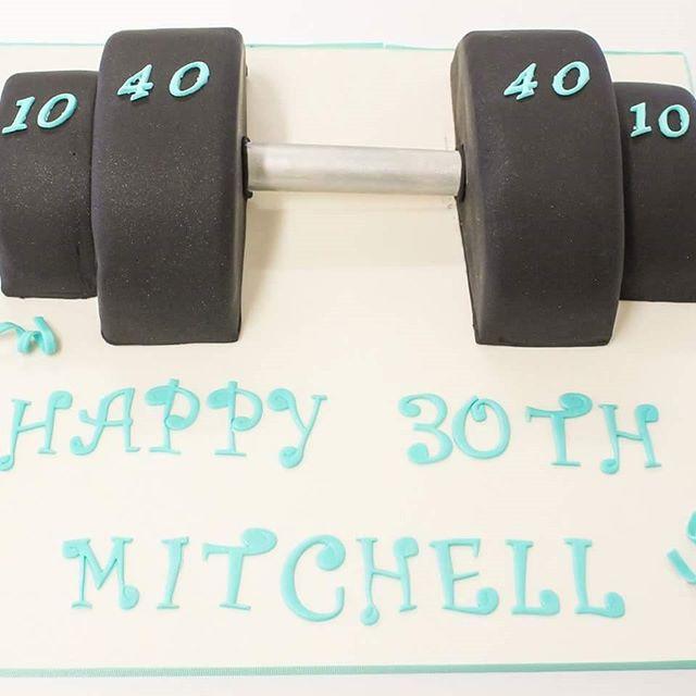 Gym Junkie_#30thbirthday #gymcake #barbellcake