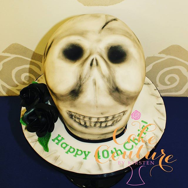 Skull and Roses_#skullcake #blackroses #sugarflowers  #40thbirthday