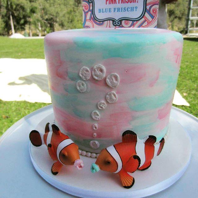 It's a girl!_#babyshowercake #genderrevealcake #watercolourpaintcake #itsagirl