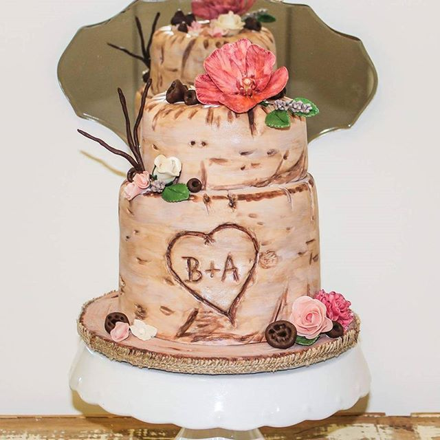 Woodlands Love_#treestumpcake #woodlands #sugarflowersandgumnuts