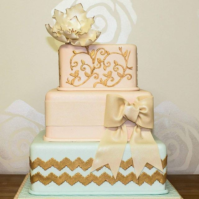 Vintage Chevron_#weddingcake #chevroncake #peachcake #goldcakes #vintagecakes #sugarflowers #colourf