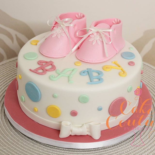 Polkadot baby_#polkadotcake #babyshowercake #babygirl #sugarpastefigurines #booties #fondantbows
