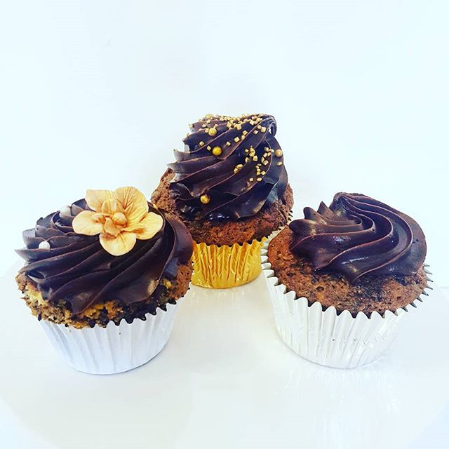 Sticky date cupcakes _#howmuchtoppingdoyoulike #chocolateganache #homemadecakes #scrumptious #melbou