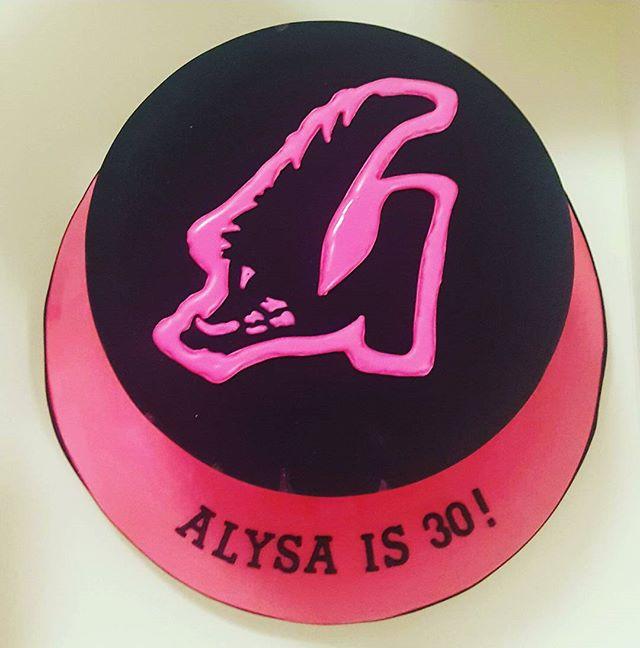 Pink Pig _#30thbirthdaycake #pinkpig #royalicing #electricpink #bushpig #blackcake #townsvillepartie