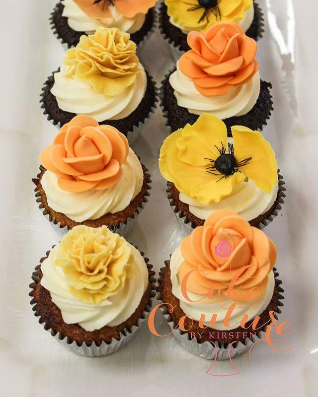 Autumn cupcakes_#autumn #sugarflowers #poppys #roses #carnations #cupcakes