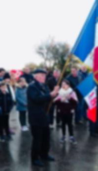 Yves DENIEL Porteur de drapeau.jpg