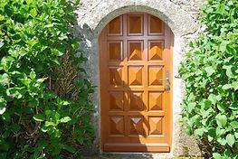 Porte changée chapelle St Salomon Plouyé