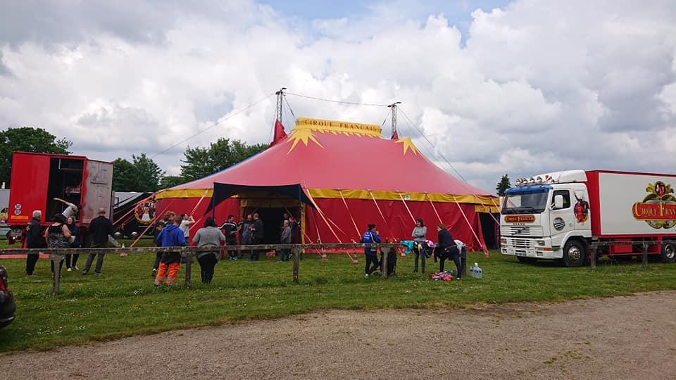 Le cirque français à Plouyé