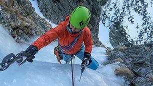Termín kurzu si môže klient vybrať ľubovoľný. Najvhodnejšie mesiace na lezenie v ľade sú obvykle január a február.  Cena: 370 € / 4 osoby 345 € / 3 osoby 300 € / 2 osoby 280 € / 1 osoba  Výstroj potrebná na výcvik – pevná obuv s možnosťou upevnenia mačiek – mačky – zbrane do ľadu, šruby do ľadu – expresy – lano, sedačka, prsák, HMS karabíny, ploché šlingy, odsedávacia  šlinga – čelovka + náhradné batérie – vhodné oblečenie na aktívny pohyb v horách