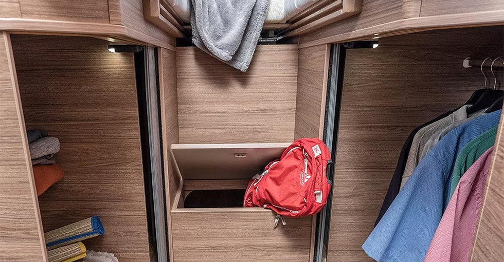 Weinsberg CaraLoft 650 ME - Kleiderschrank