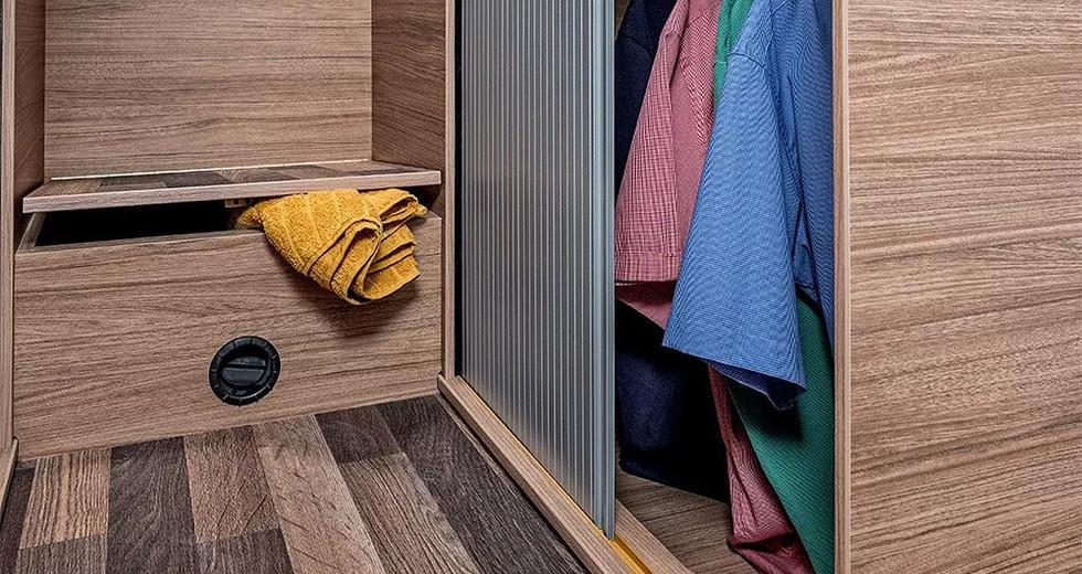 Weinsberg CaraSuite 650 MF - Kleiderschrank