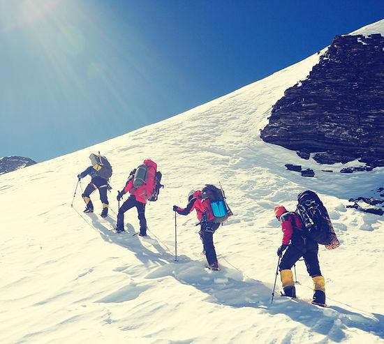Copie de Group of climbers reaches the t