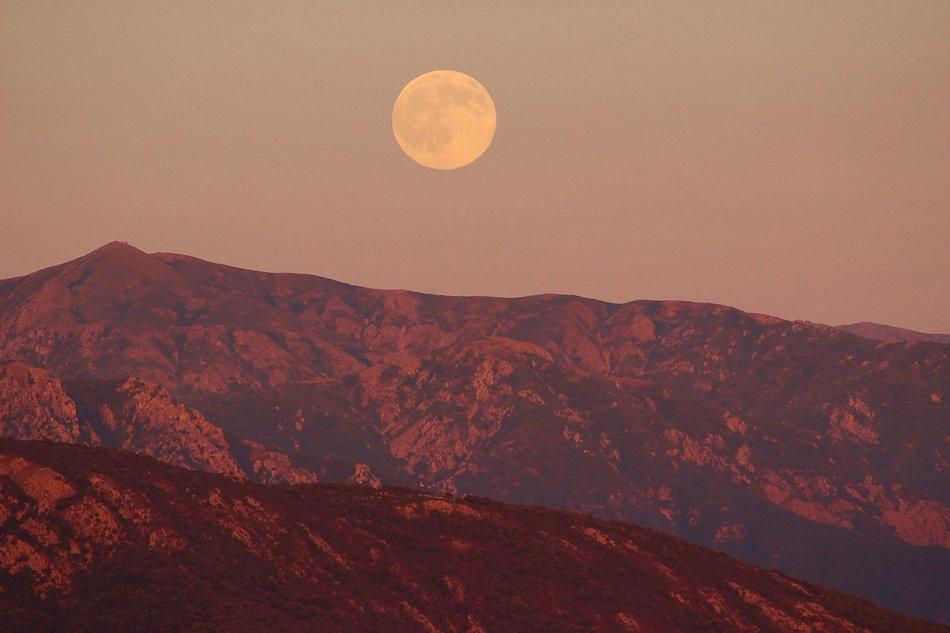 full-moon-pink-mountain.jpg