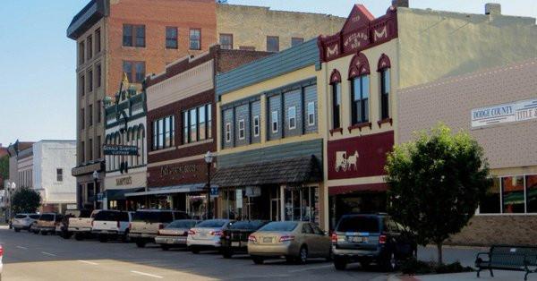 A Nebraskan and New Yorker Cross Swords Over 'Coastal Bias' in Reporting