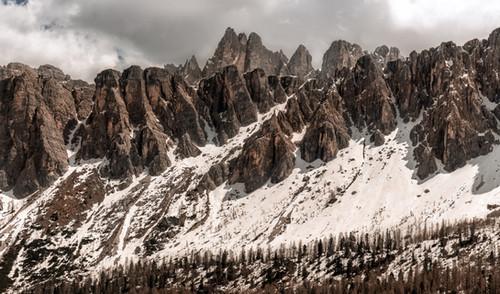 Dolomite Fangs