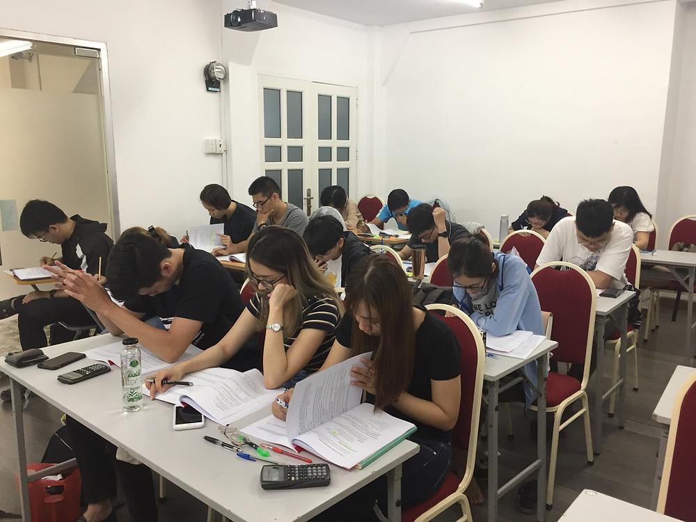 Học CFA ở trung tâm