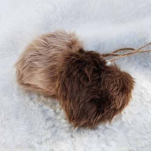Coeur à suspendre en fourrure - Gris Groseille boutique Déco Angers 49